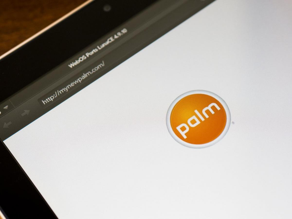 There's now an old Palm logo on mynewpalm.com... whaaaaat?